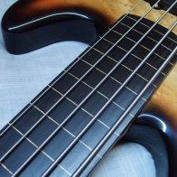 Процесс обезлаживания бас-гитары с палисандровой накладкой