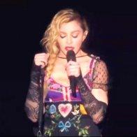 Мадонна заплакала на сцене из-за терактов в Париже