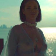 Рианна продемонстрировала грудь в новом клипе