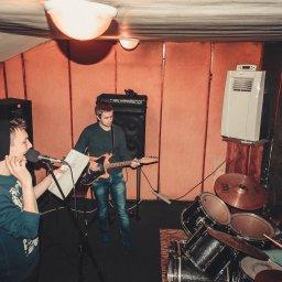 Вокалист ищет группу или музыкантов бас-гитара, электро-гитара